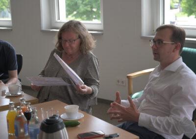 Denny Möller geht als sozialpolitischer Sprecher auf die Fragen der Mitarbeiter:innen ein